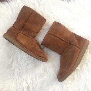 UGG short boot in chestnut brown